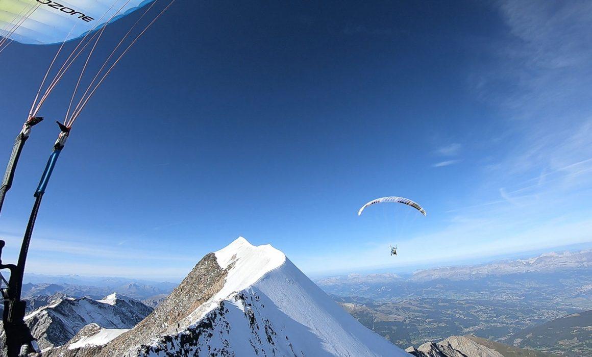 Mont Blanc Parapente. Biplace devant l'aiguille de bionnassay
