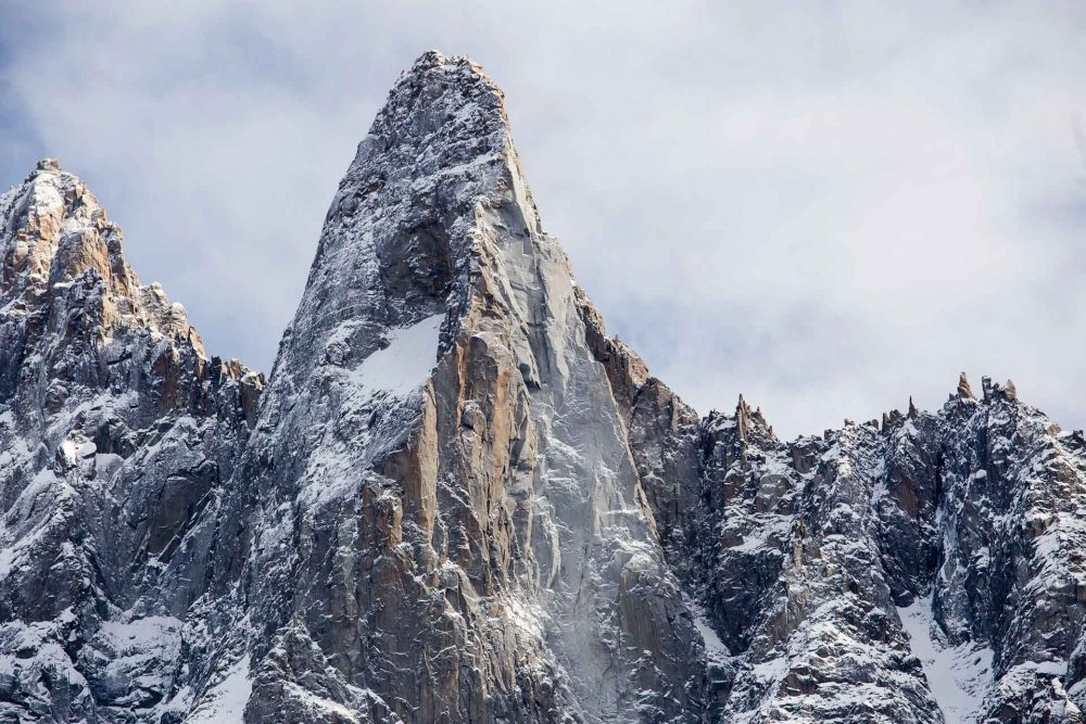 Les drus, montagne au dessus de chamonix mont blanc. Vol en parapente au dessus de l'aiguille à Bochard