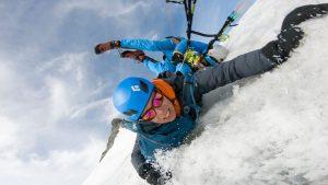 glissade en parapente au piz bernina. Décollage après une course d'alpinisme via la biancograt. 4000m en suisse